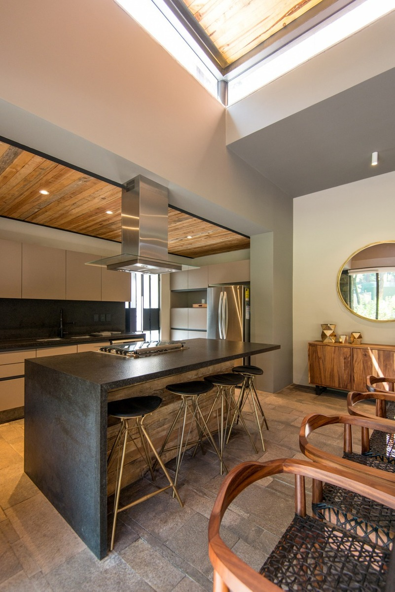venta-casas-avandaro-valle-de-bravo-D_NQ_NP_618247-MLM42928523478_072020-F